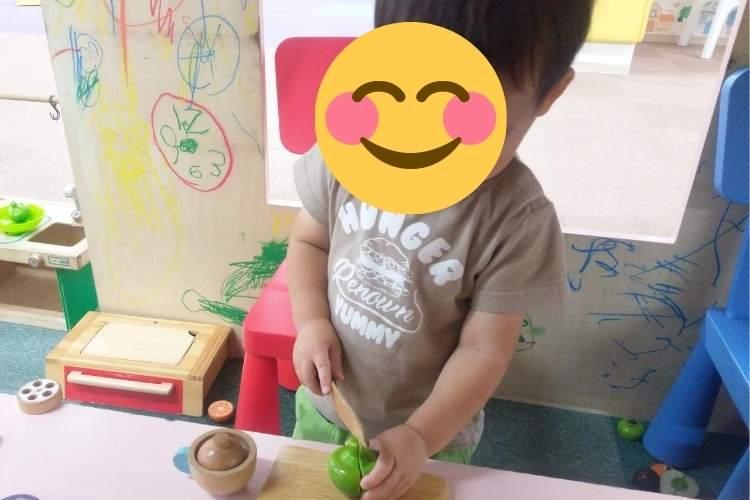 「おうち英語」をしている2歳児