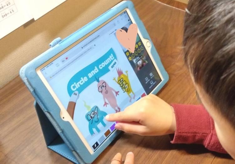 子供オンライン英会話を楽しく受講する6歳
